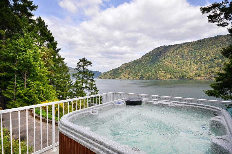 Hot tub living with sweeping ocean views - Amazing Large Victoria Ocean Front 4 Bedroom Home with Hot Tub and Dock - Victoria - rentals