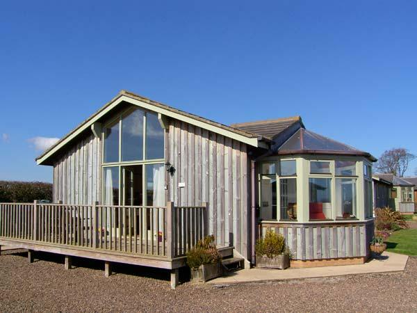 SEAFIELD LODGE, family friendly, country holiday cottage, with a garden in Warkworth, Ref 1360 - Image 1 - Warkworth - rentals