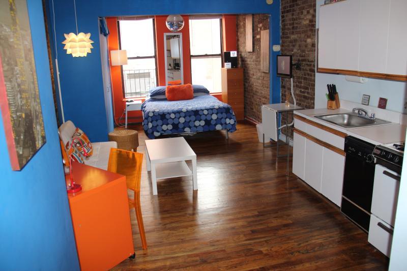 Cheerful Interior - Large Sunny Quiet Studio in Midtown Manhattan - New York City - rentals