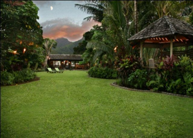 View from beachfront gate at sunset. - Luxury Beachfront Cottage on Hanalei Bay! - Hanalei - rentals