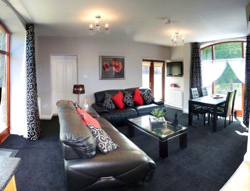 Five Star Pet Friendly Holiday Cottage - Ty Ysgubor, Forest View Cottages, Nr Carmarthen - Image 1 - Carmarthen - rentals
