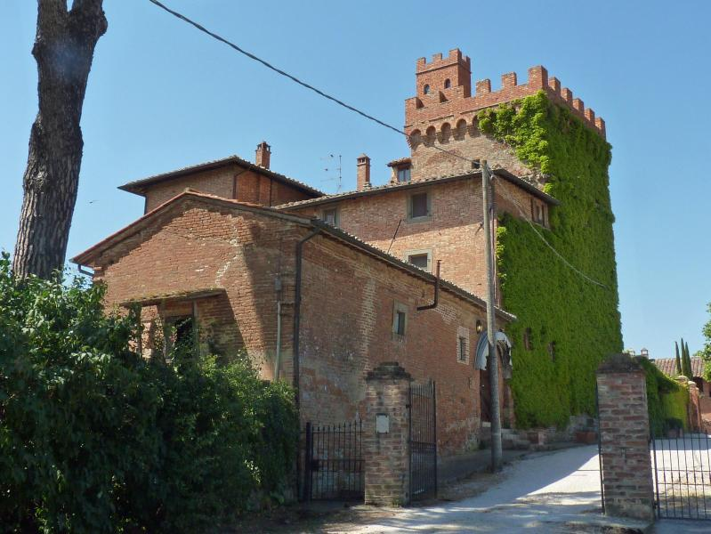 entrance - Rooms in a tower between Cortona and Montepulciano - Montepulciano - rentals
