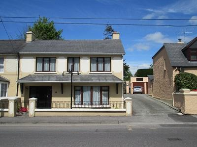 Killarney Town Centre  Great location ,4 BR House  sleeps 9  Free WiFi/Parking. - Image 1 - Killarney - rentals