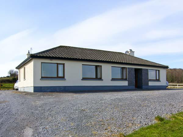 FLAGGY SHORE, pet friendly, with open fire in New Quay, County Clare, Ref 4621 - Image 1 - Bell Harbour - rentals