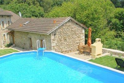 The gite, terrace and pool - La Porcherie Gite - Saint-Leonard-de-Noblat - rentals