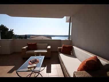 B8(2+2): covered terrace - 4421 B8(2+2) - Milna (Brac) - Milna (Brac) - rentals