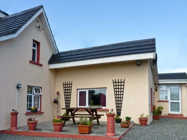 ROSEVILLE, pet friendly, with a garden in Kilmore Quay, County Wexford, Ref 4683 - Image 1 - Kilmore Quay - rentals