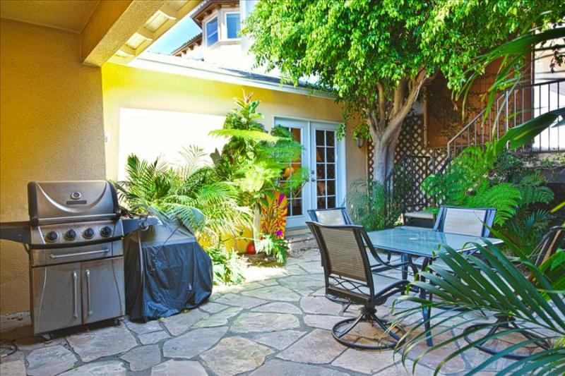 HBA Awesome 3 Bed Gem - Standalone Home with Large Yard, perfect for large groups! - Image 1 - Redondo Beach - rentals