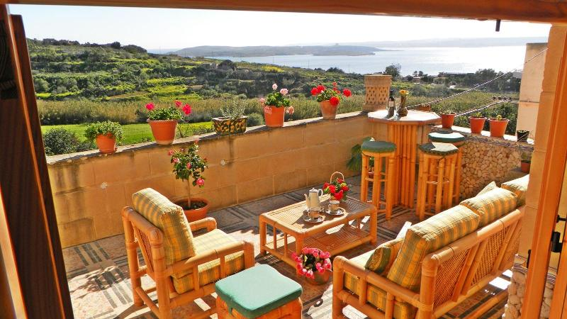 Perfect location to discover all islands - absolutely no car needed! - Gozo Luxury Seaview Villa near the Sea - Ghajnsielem - rentals