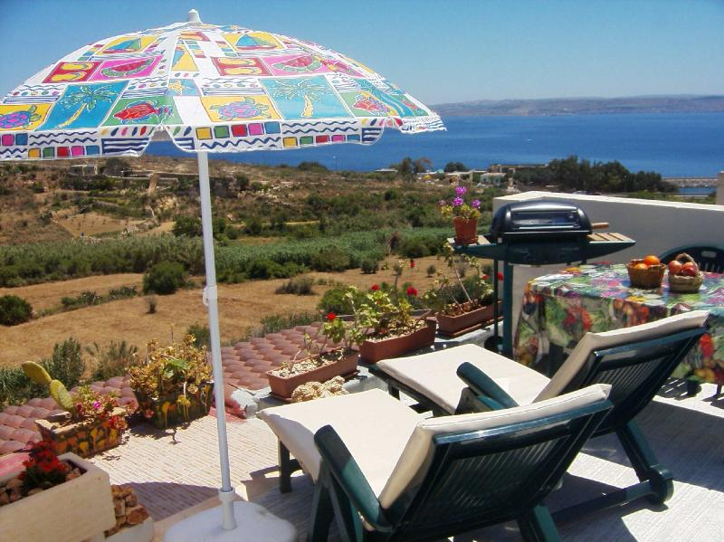 Roof garden: perfect for sunbathing and lazy lunches - Gozo Luxury Seaview Villa near the Sea - Ghajnsielem - rentals