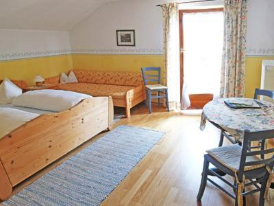 Guest Room in Höslwang - 280 sqft, large backyard/farm, children welcome (# 2180) #2180 - Guest Room in Höslwang - 280 sqft, large backyard/farm, children welcome (# 2180) - Hoslwang - rentals