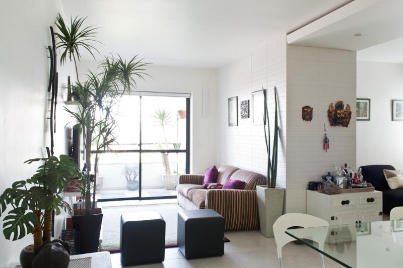 Bright 1 Bedroom Apartment with Pool in Vila Olimpia - Image 1 - Sao Paulo - rentals