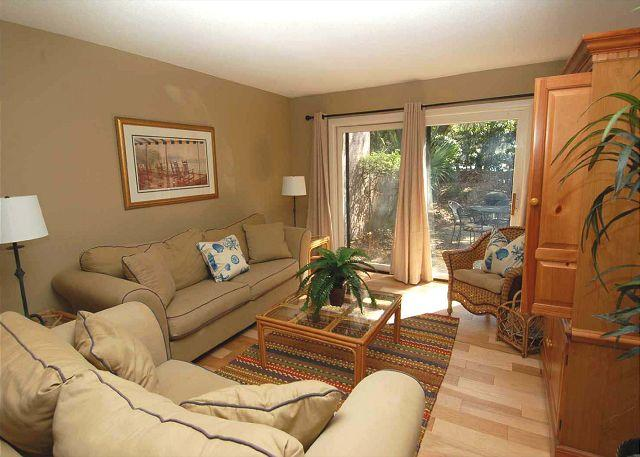 Living room w/ flat panel TV - 823 Ketch Court - Sea Pines Townhouse in Harbourtown-Quick walk to the Marina - Hilton Head - rentals
