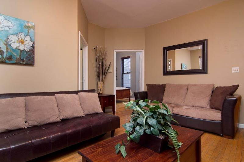Living Room with pull out couches - Sleeps 6! 2 Bed/1 Bath Apartment, Midtown East, Awesome! (6785) - New York City - rentals