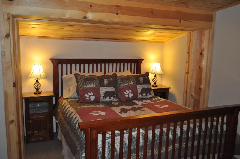 Master Bedroom - Beautiful Cabin- Spacious layout, quiet location - Pagosa Springs - rentals