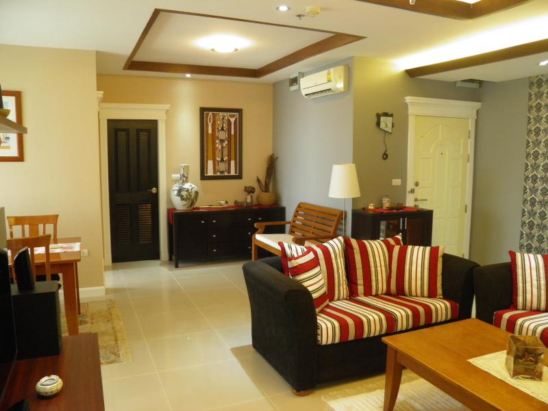 Majestic living room and dining area - The Phoenix Bangkok amazing Panoramic View - 20% O - Bangkok - rentals