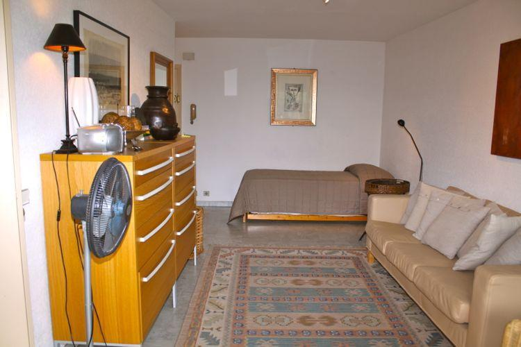Mercure Studio Apartment, Walking Distance to Palais des Festivals and the Croisette - Image 1 - Cannes - rentals