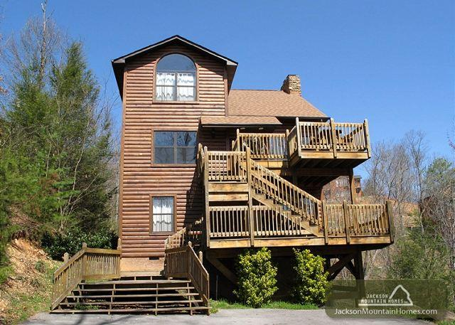 Bear Camp Lodge  Near Downtown Mtn View Hot Tub Pool Table Free Nights - Image 1 - Gatlinburg - rentals