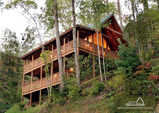 Big Sky Cabin   Hot Tub Pool Access King Beds View Gaming  Free Nights - Image 1 - Gatlinburg - rentals
