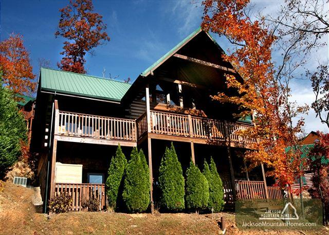 Brother Bear Lodge  Pool Access Gaming Mtn View Sauna WiFi Free Nights - Image 1 - Gatlinburg - rentals