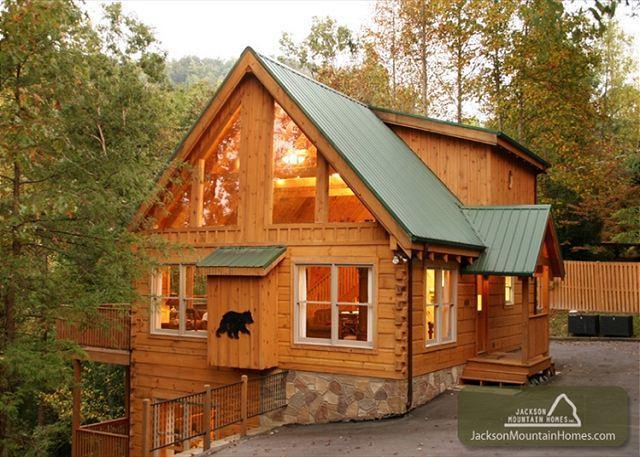 Cozy Bear Lodge  Private Near Downtown Hot Tub Pool Table Free  Nights - Image 1 - Gatlinburg - rentals