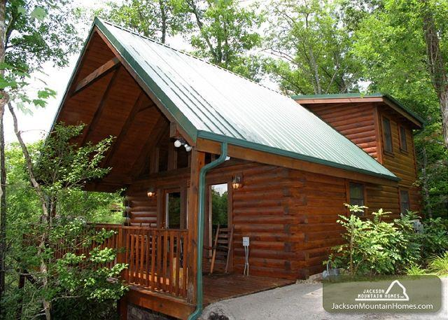 Cub's Cove  Near Downtown Views King Bed Jetted Tub WiFi   Free Nights - Image 1 - Gatlinburg - rentals