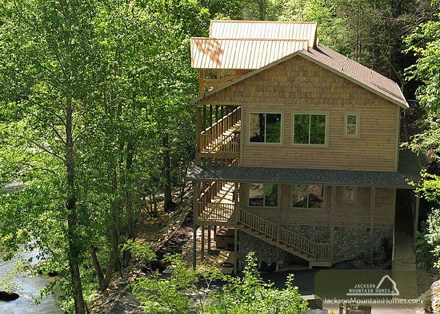 Skipping Stone Private On the River Hot Tub Outdoor Fireplace Swim Spa - Image 1 - Gatlinburg - rentals