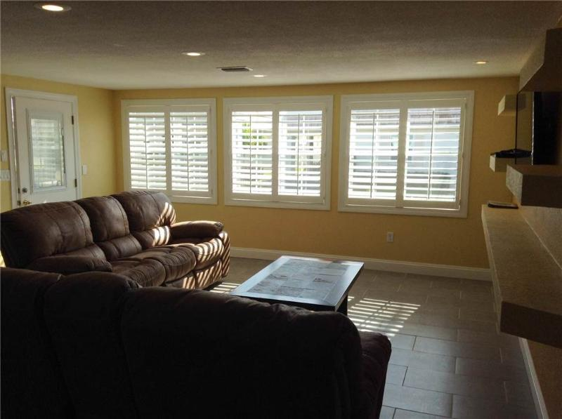 Lovely 2BR condo on the beautiful Crescent Beach - Villa 1 - Image 1 - Siesta Key - rentals