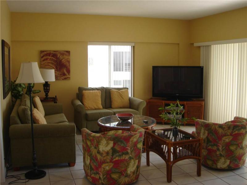 Beautifully maintained condo on the Gulf - 12 North - Image 1 - Siesta Key - rentals