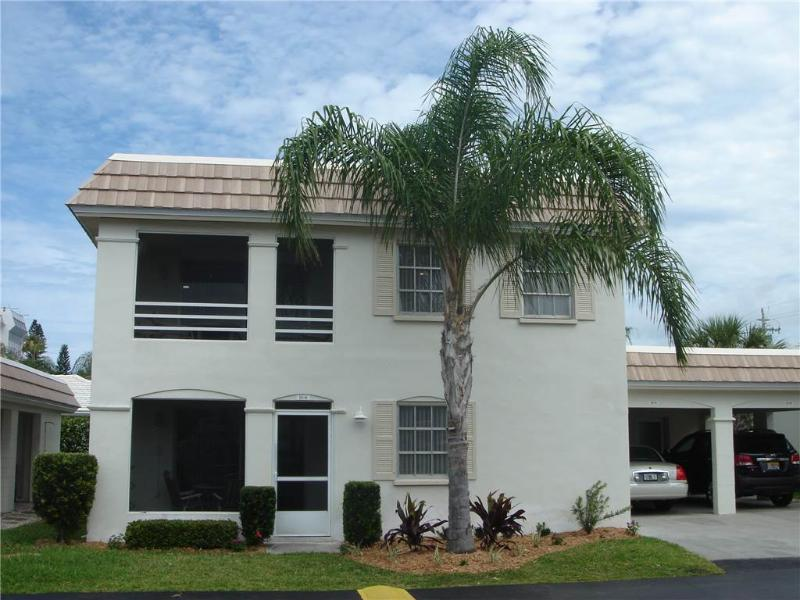 2BR w/ short walk to the beach & heated pool - Villa 10B - Image 1 - Siesta Key - rentals