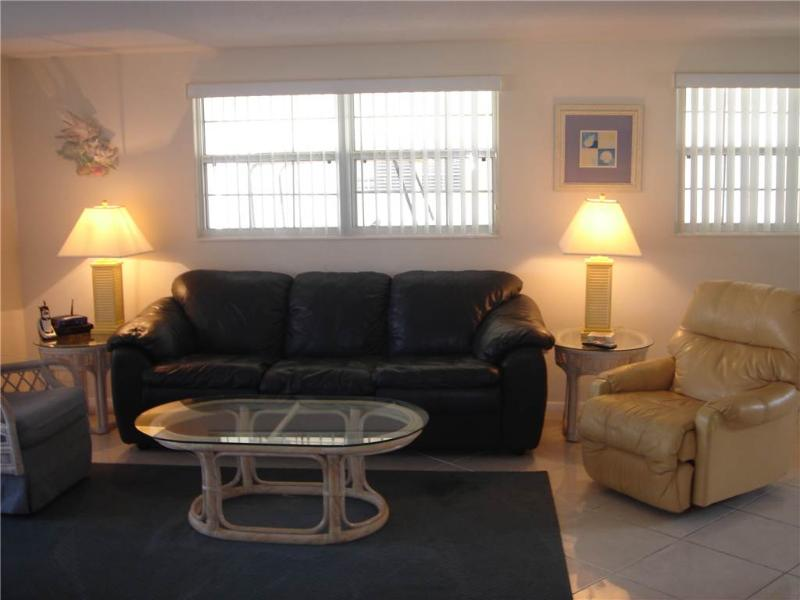 Newly remodeled 2BR on one of Fl finest beaches - Villa 18 - Image 1 - Siesta Key - rentals