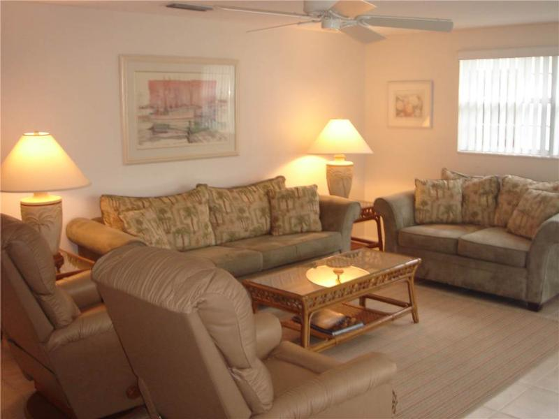 2BR steps to the beautiful azure and turquoise waters -Villa 37 - Image 1 - Siesta Key - rentals