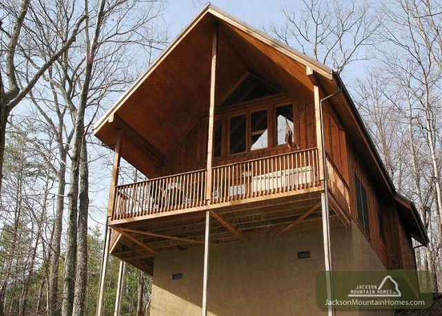 Bear Country Cabin   Private Wooded Gaming Hot Tub WiFi    Free Nights - Image 1 - Gatlinburg - rentals