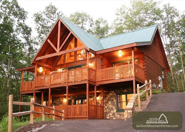 Smoky Top Lodge   Pool Access  Game Room  Hot Tub  WiFi    Free Nights - Image 1 - Gatlinburg - rentals