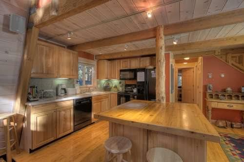 Pine Cone Remodeled Lake Tahoe Cabin w/Hot Tub - Image 1 - Lake Tahoe - rentals