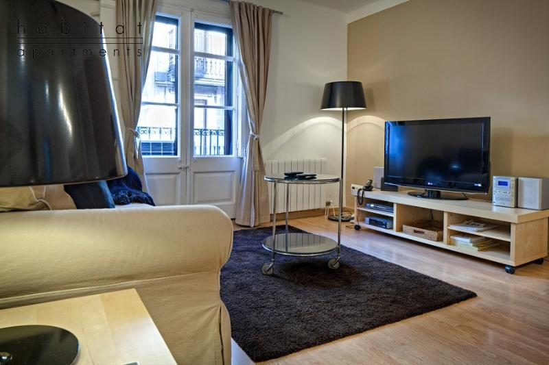 Art 2 apartment, 3 Bedrooms 2 bath next to Ramblas - Image 1 - Barcelona - rentals