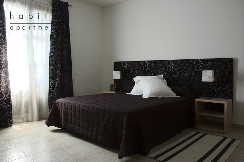 Colom 2 apartment, Cosy Studio next to the Ramblas - Image 1 - Barcelona - rentals