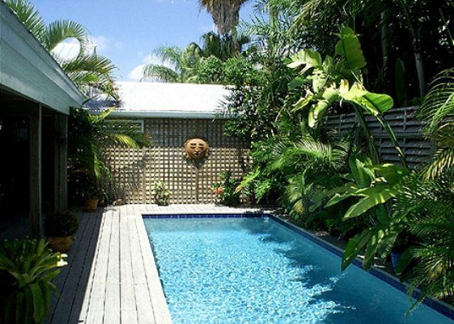 Olivia Cottage: A charming Old Town house near Key West's historic cemetery - Image 1 - Key West - rentals