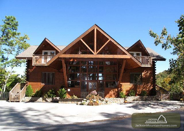 Twin Cedar Lodge  Indoor Swim Spa Theater Hot Tub Sauna Mountain Views - Image 1 - Gatlinburg - rentals