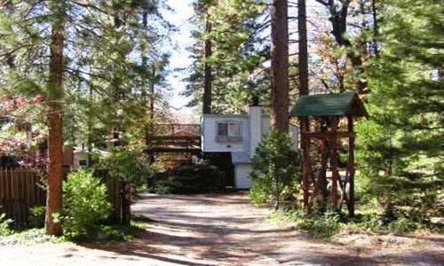 1 Bedroom,1 Bath, Sleeps 2,Spa Tub, Pets Ok: Wood burning fireplace,Large deck,walk to village  - Le Petit Chateau - Idyllwild - rentals