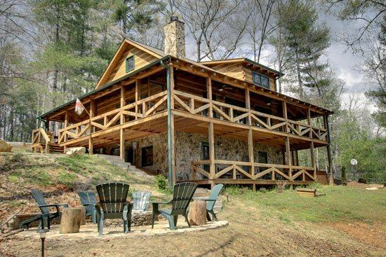 BACK VIEW OF CABIN - ASKA ESCAPE*AWESOME 3 BR/3BA WITH LOFT~UPSCALE FURNISHINGS~52 INCH TV~GAS AND WOODBURNING FIREPLACES~WIFI~SAT TV~PRIVATE HOT TUB~FIRE PIT~$149/NIGHT! - Blue Ridge - rentals