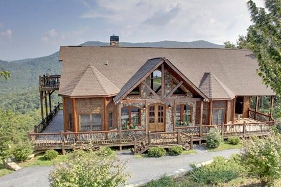 CAMELOT- 4BR/3.5BA- LUXURY CABIN SLEEPS 8, BREAKTAKING MOUNTAIN VIEW, HOT TUB, WIFI, GAS GRILL, POOL TABLE, PET FRIENDLY, INDOOR AND OUTDOOR FIREPLACES, WALKING DISTANCE TO THE LODGE, THE CREEKHOUSE, AND BEAR NECESSITIES! STARTING AT $275 A NIGHT! - Image 1 - Blue Ridge - rentals