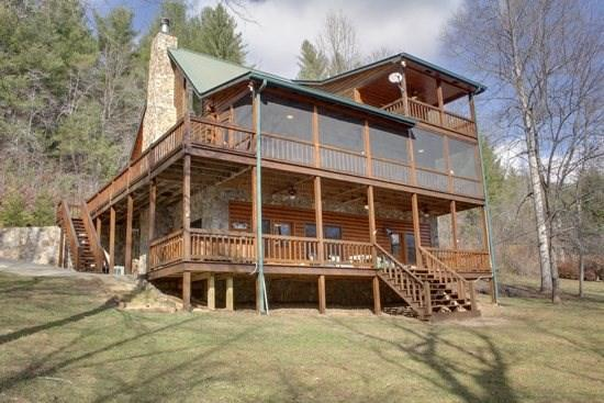 RIVER ESCAPE ON THE TOCCOA- 4 BR/3.5 BA, CABIN ON THE TOCCOA RIVER, RIVERSIDE DECK, WOODBURNING FIREPLACE, POOL TABLE, HOT TUB, GAS GRILL, STARTING AT $225/NIGHT! - Image 1 - Blue Ridge - rentals