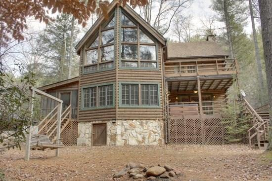 RUSTIC RIVER LODGE--3 BR/3 BA CABIN SITTING ON THE TOCCOA RIVER, SLEEPS 8, POOL TABLE, PING PONG TABLE, SAT TV, WOOD BURNING FIREPLACE, HOT TUB, CHARCOAL GRILL, SWING, FIRE PIT, STARTING AT $200/NIGHT! - Image 1 - Blue Ridge - rentals