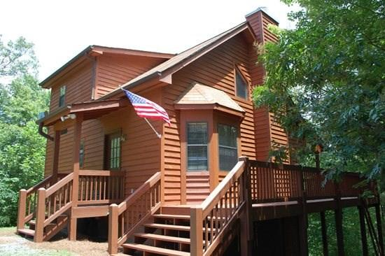 SUGAR MAPLE--{JUST REDUCED TO $99/NIGHT!}, SECLUDED, PET FRIENDLY, 3 BR/3 BA, POOL TABLE, HOT TUB, SLEEPS 8! - Image 1 - Blue Ridge - rentals