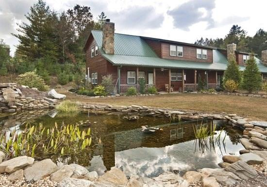 THE BEAR`S DEN*2 BR~2.5 BA~CABIN CONDO NEAR THE TOCCOA RIVER~WIFI~CHARCOAL GRILL~WOODBURNING FIREPLACE~FIRE PIT~COVERED CARPORT~WALKING DISTANCE TO FISHERMAN`S PARADISE, HOOK LINE & SINKER, ARVINDA, & RIVER`S EDGE~$99/NIGHT! - Image 1 - Blue Ridge - rentals