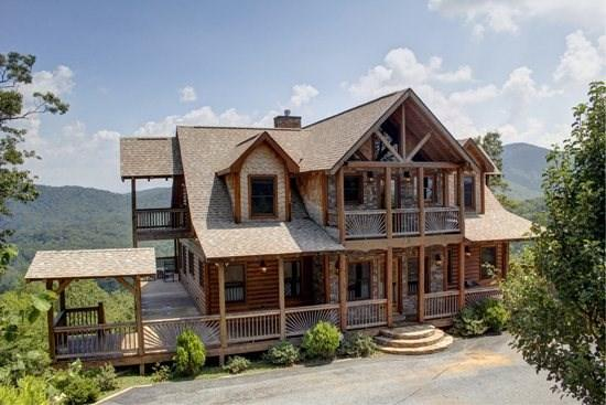 THE LODGE- 4BR/3.5BA, SLEEPS 8, BREATHTAKING MOUNTAIN VIEWS, WIFI, HOT TUB, GAS GRILL, PET FRIENDLY, INDOOR/OUTDOOR GAS LOG FIREPLACE, WET BAR, POOL TABLE, WALKING DISTANCE TO CAMELOT, THE CREEKHOUSE, AND BEAR NECESSITIES, STARTING AT $275/NIGHT - Image 1 - Blue Ridge - rentals