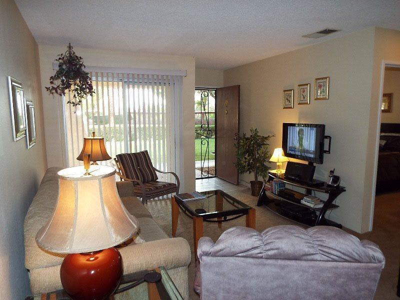 Living Room Looking to Patio - Palm Springs Villas One Bedroom #101 - Palm Springs - rentals
