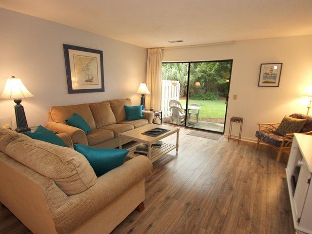 Living area - Courtside Villas, 16 - Hilton Head - rentals