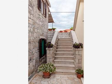 courtyard (house and surroundings) - 7895 A2(4) - Postira - Postira - rentals